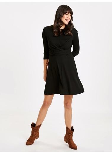 LC Waikiki Kruvaze Bel Detaylı Kloş Elbise Siyah